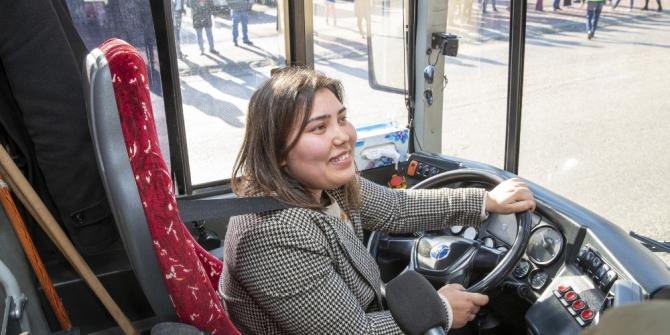 25 kadın otobüs şoförlüğü için direksiyon sınavından geçti