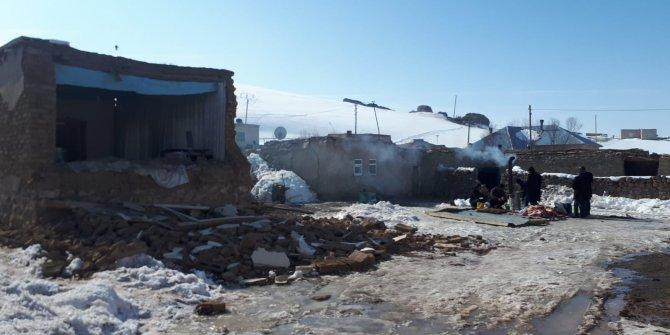 9 kişinin hayatını kaybettiği deprem bölgesinde yaralar sarılmaya çalışılıyor