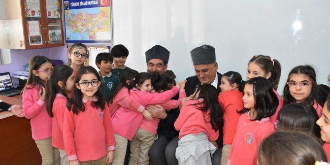 Kıbrıs gazileri, ilkokul öğrencileri ile anılarını paylaştı