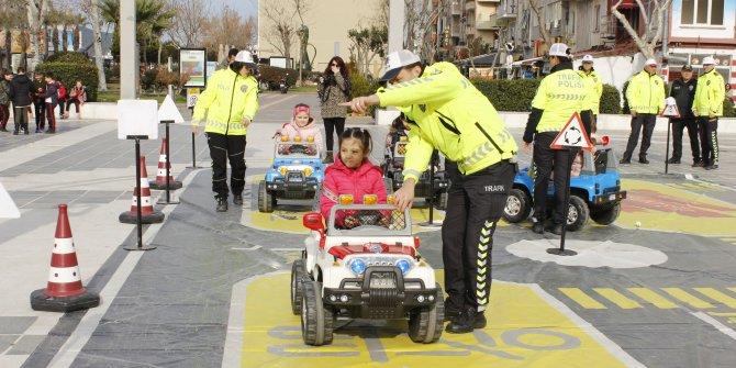 Çanakkaleli öğrencilere, Mobil Trafik Eğitim TIR'ında eğitim