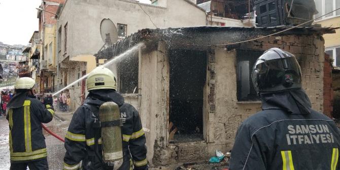 Eşine kızıp evini yaktı
