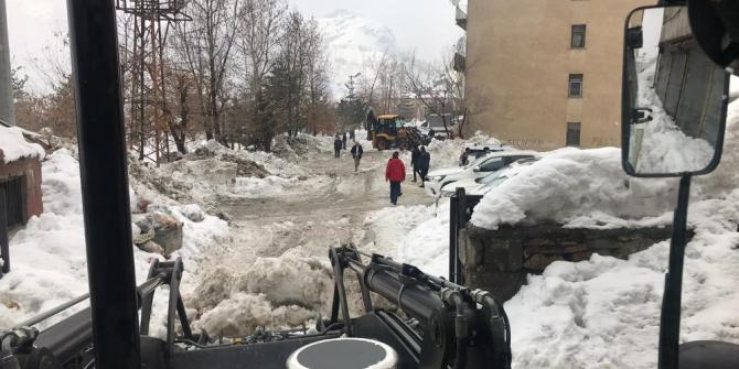Hakkari belediyesinin kar mesaisi sürüyor