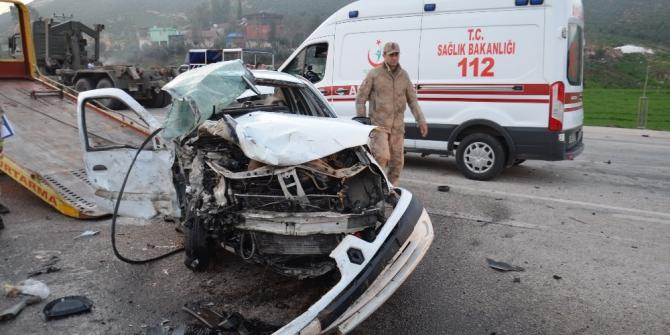 Hatay'da iki otomobil çarpıştı: 2 yaralı