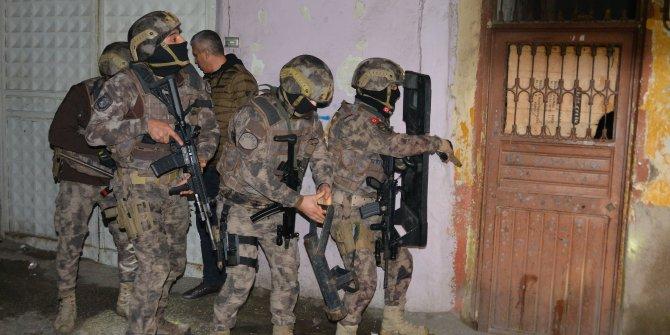 Adana'da uyuşturucu operasyonu: 40 kişi hakkında gözaltı kararı
