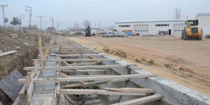 Suluova Belediyesinden sulama kanalı üstü kapatma çalışmaları
