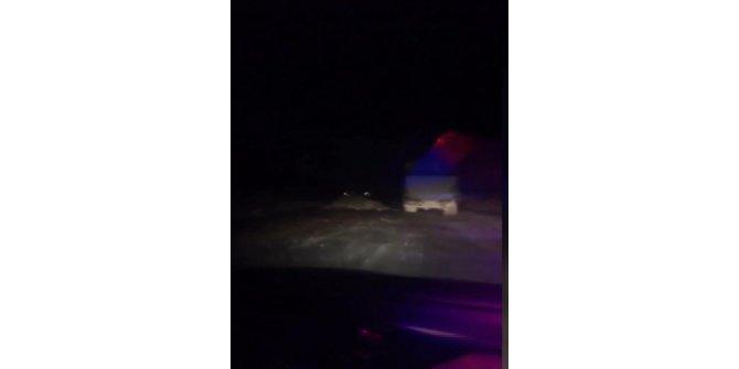 Kaçak döküm yapan kamyon sürücüsü ile zabıtalar arasında kovalamaca