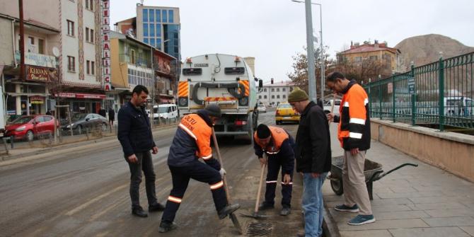 Oltu caddelerinde bahar temizliği