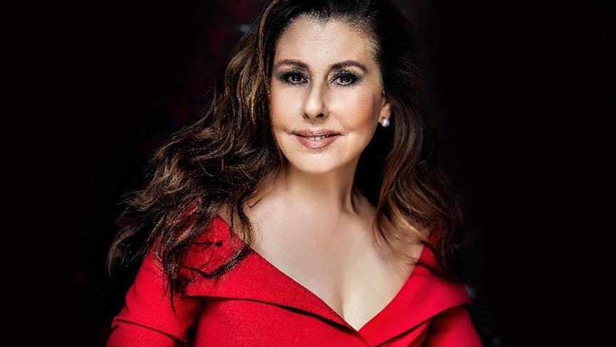 Şarkıcı Nilüfer hastaneye kaldırıldı