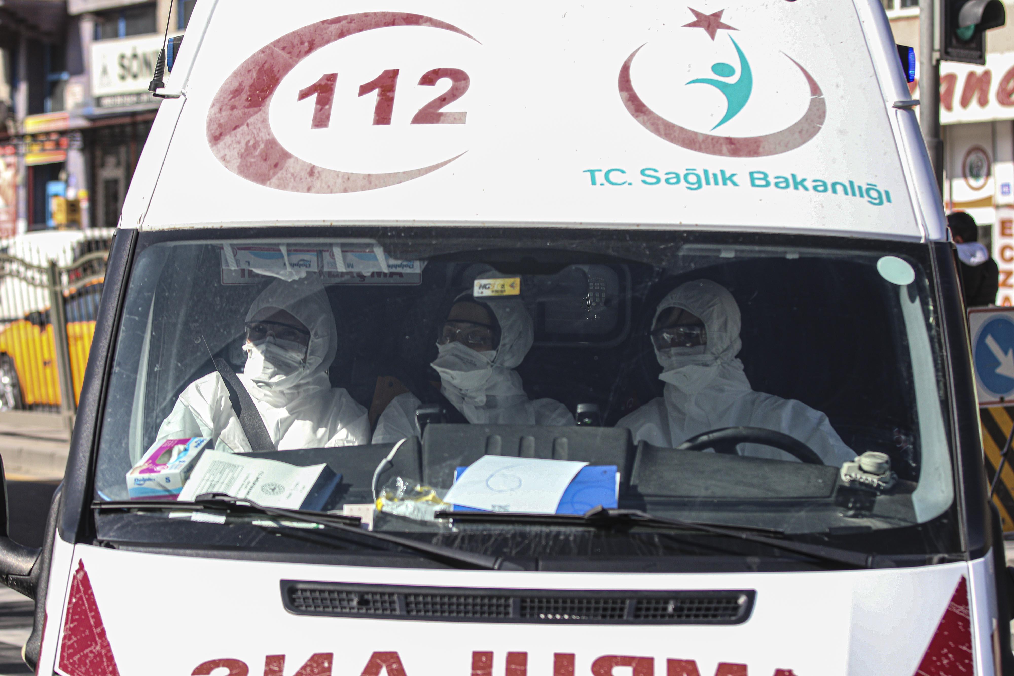 Sağlık Bakanı Koca: Türk yolcu ve mürettebat karantina altına alınacak