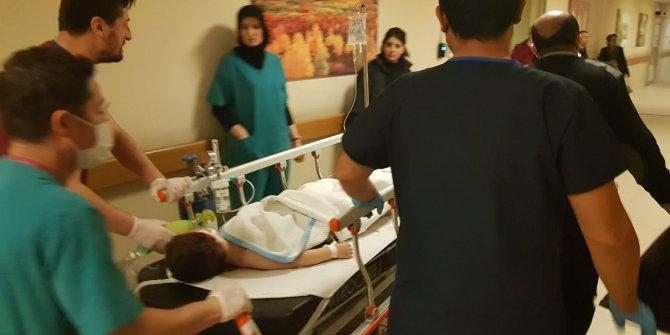 Kamyonetin ezdiği Emir ağır yaralandı
