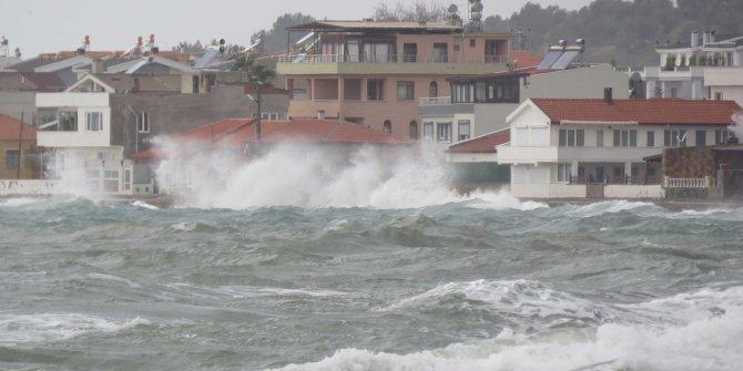 Çanakkale'de lodos, deniz ulaşımını aksattı(2)