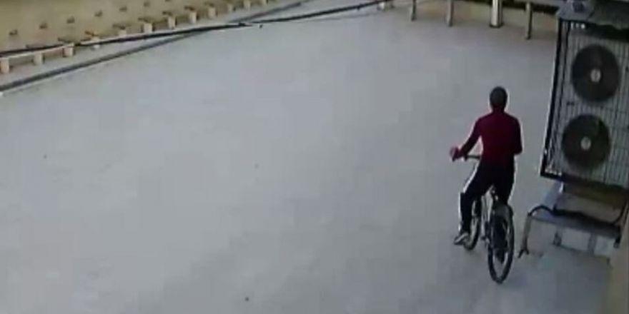 - Camide bisiklet hırsızlığı güvenlik kamerasına yansıdı
