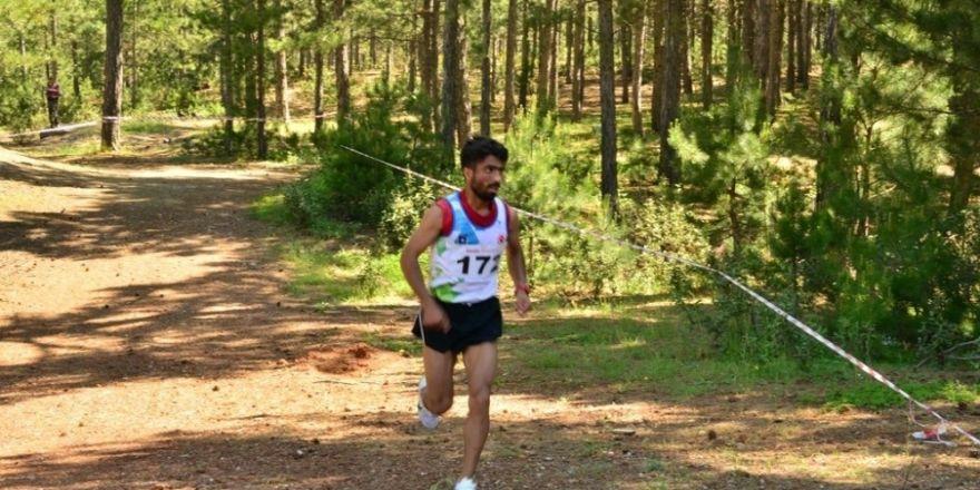 Türkiye Dağ Koşusu Şampiyonası ve milli takım seçmeleri Muratdağı Termal Kayak Merkezinde yapıldı