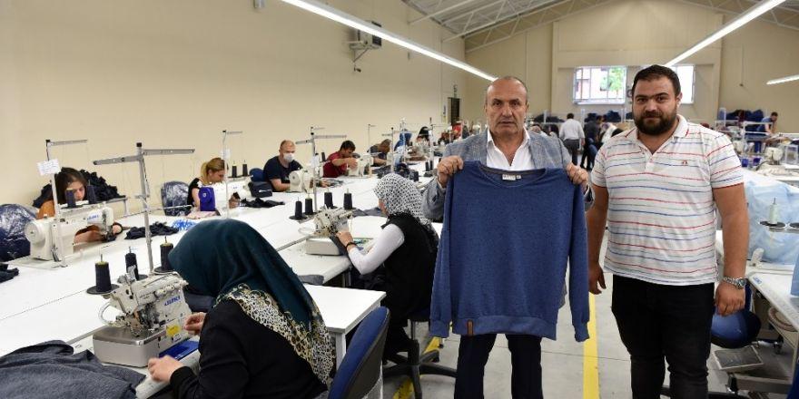 Başkan Arslan, tekstil fabrikasını ziyaret etti