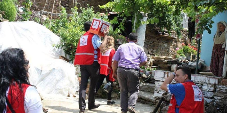 Salihli Kızılay, gıda kolisi dağıtımına başladı