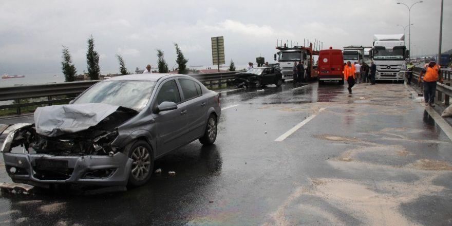 TEM otoyolunda 2 otomobil 1 tır birbirine girdi: 1 ölü 4 yaralı