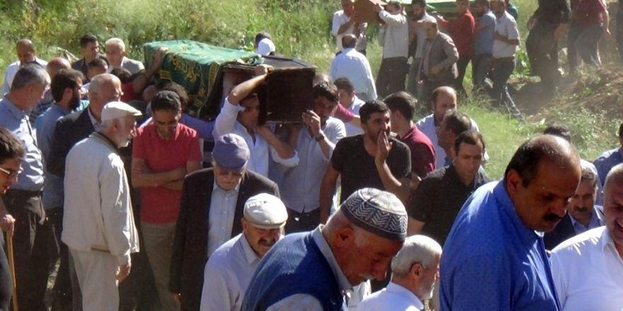 Zap suyundaki kazada hayatını kaybedenler toprağa verildi