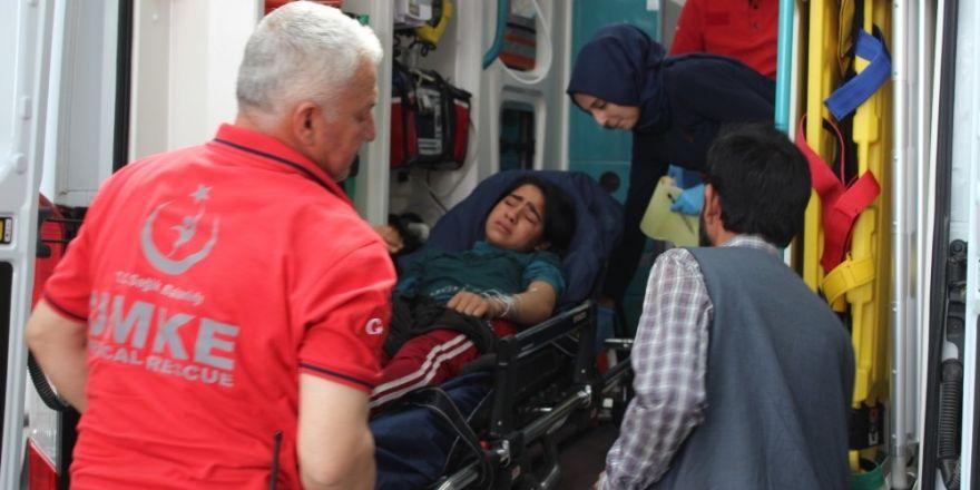 Akrebin soktuğu kız çocuğu hastaneye kaldırıldı