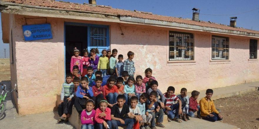 Öğrencileri, Tunceli'de kaçırılan Necmettin öğretmeni bekliyor