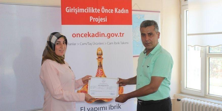 Girişimcilikte 'Önce Kadın' kursiyerlerine sertifikaları verildi