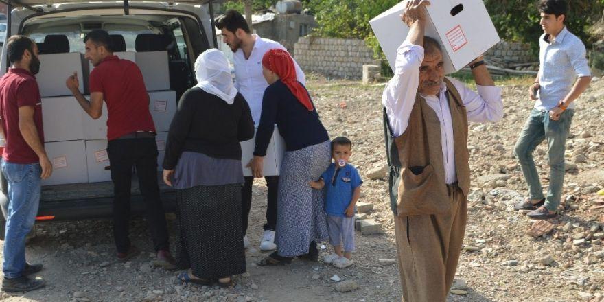 Big Brother şampiyonu Sinan Aydemir, Şırnak'a gıda yardımında bulundu