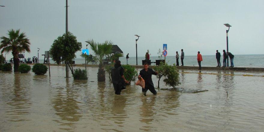 Çatalzeytin'i sel bastı, evler su altında kaldı
