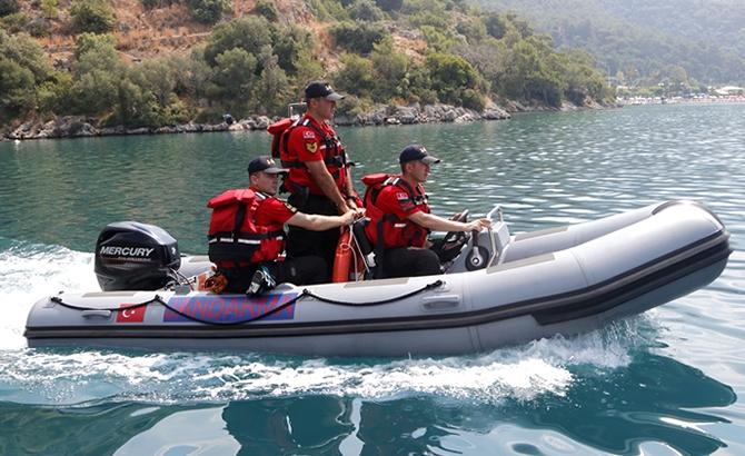 Tunceli'de JAK timinin botu devrildi: 1 asker kayıp