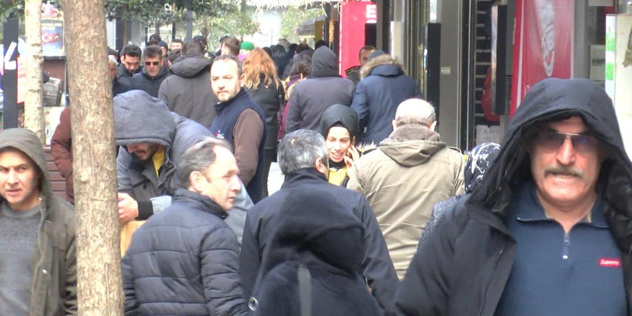 Samsun'da dükkanlar kapalı, halk sokakta