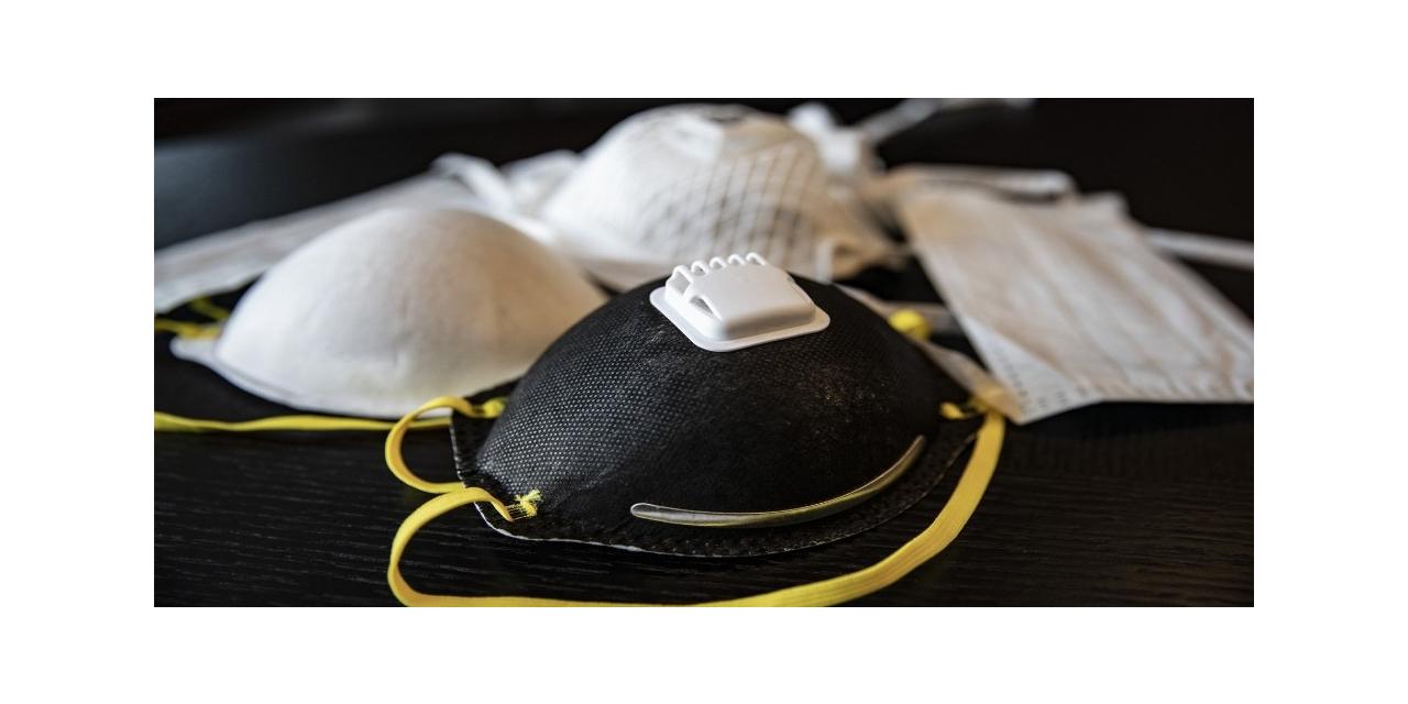 MEB, dezenfektan solüsyonların ardından meslek liselerinde maske üretimine de başladı