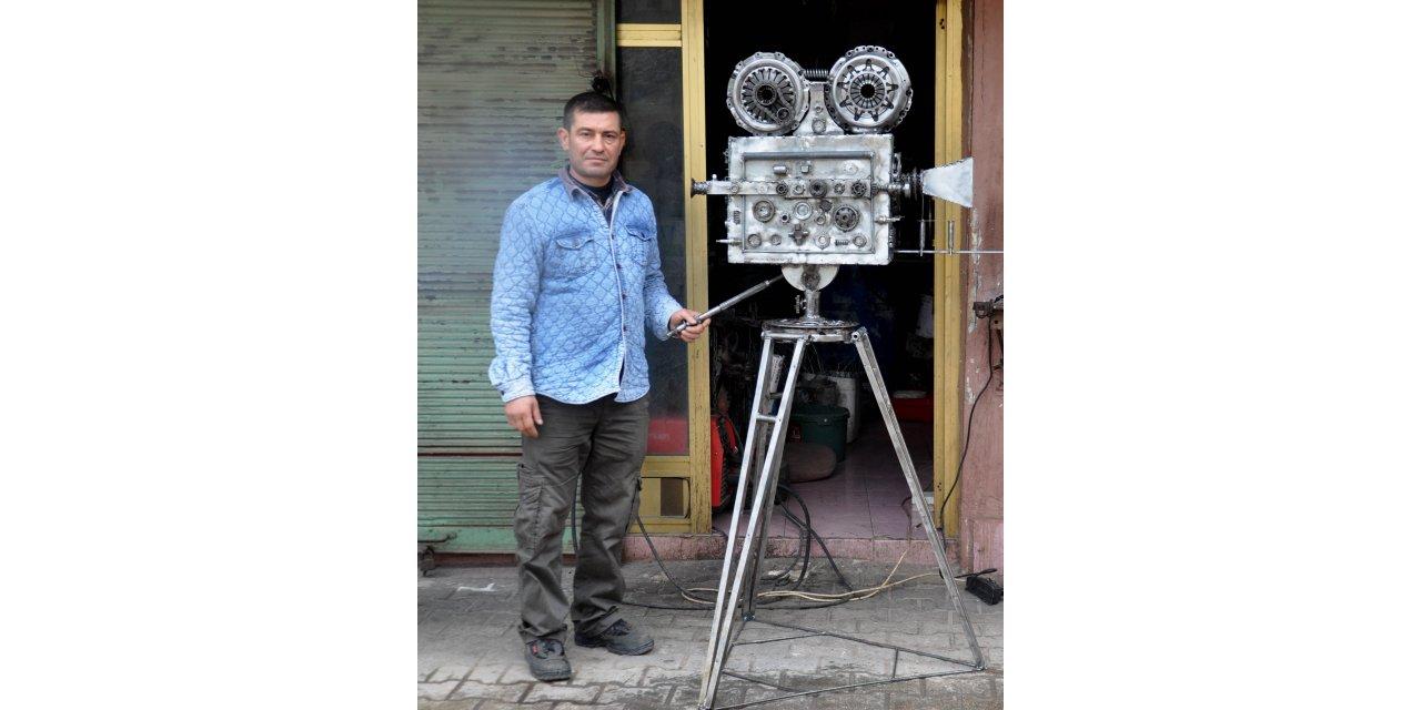Hurda parçalarından, 1970'li yılların video kamerasını yaptı