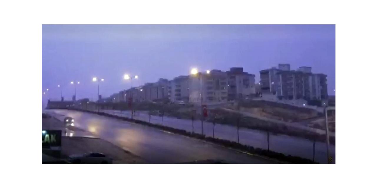 Gaziantep'te geceyi şimşekler aydınlattı