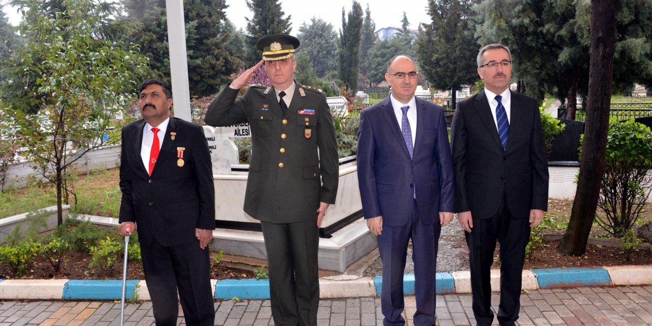 Kahramanmaraş'ta 18 Mart töreni, protokolden 4 kişinin katılımıyla yapıldı