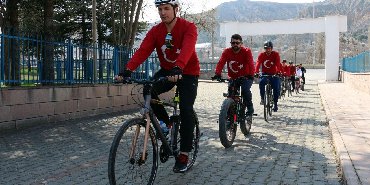 Bisiklet derneği üyelerinden şehit mezarlarına ziyaret