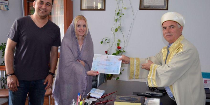 İslamiyet'i seçen Ukraynalı Zarudnia, Zehra ismini aldı
