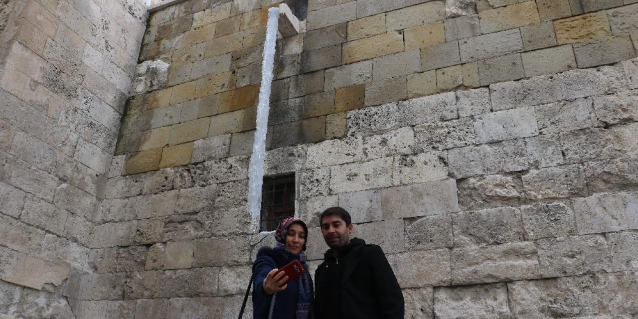 Sivas'ta buz sarkıtları 3 metreye ulaştı