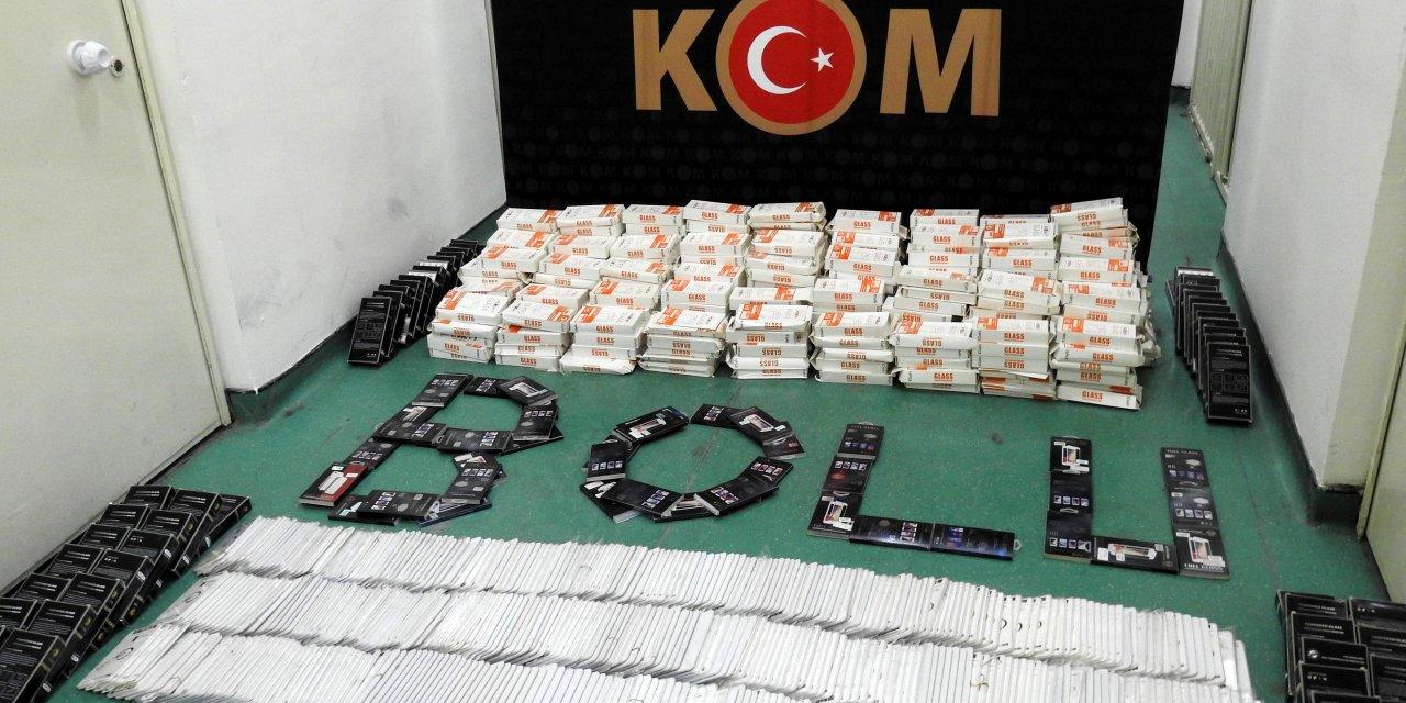 Bolu'da 100 bin lira değerinde kaçak telefon aksesuarı ele geçirildi