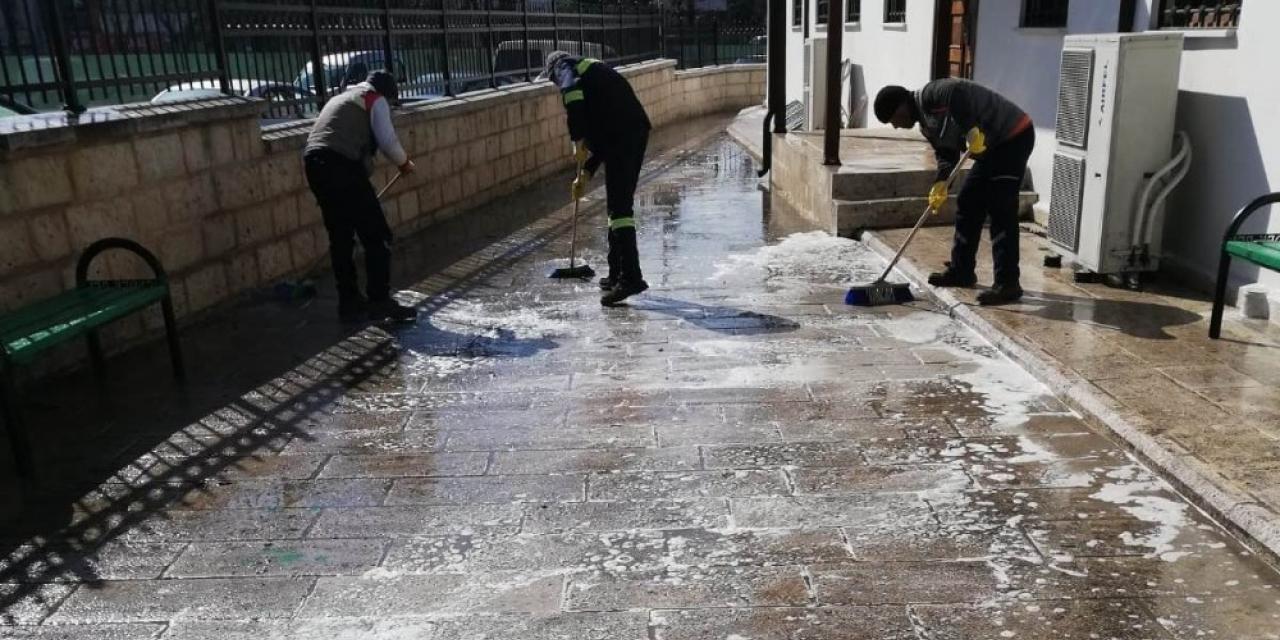Hendek Belediyesi dezenfektan çalışmalarına devam ediyor