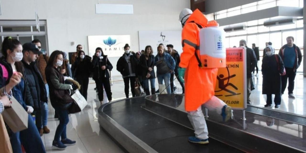 Koca Seyit Havalimanı her uçak seferinde dezenfekte ediliyor