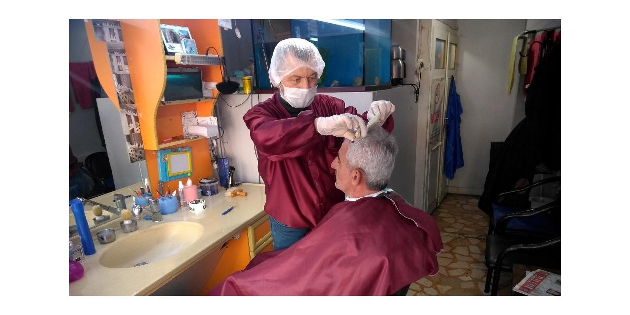 Berberden korona virüse karşı maske ve eldivenli önlem