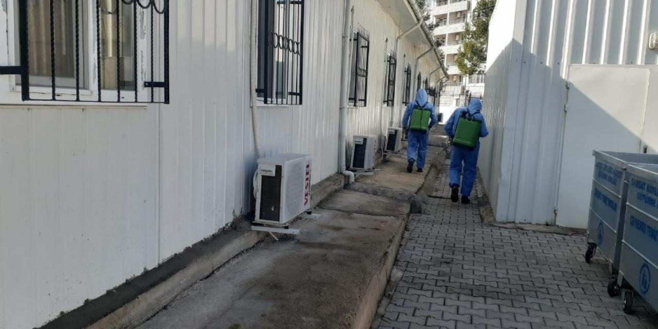 Samsat ilçesinde kamu kurumları dezenfekte ediliyor