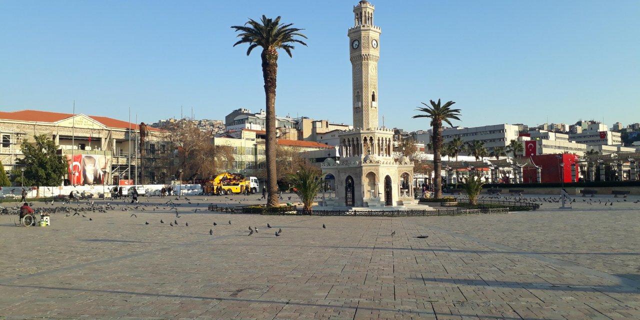 İzmir'de, meydanlar boşaldı