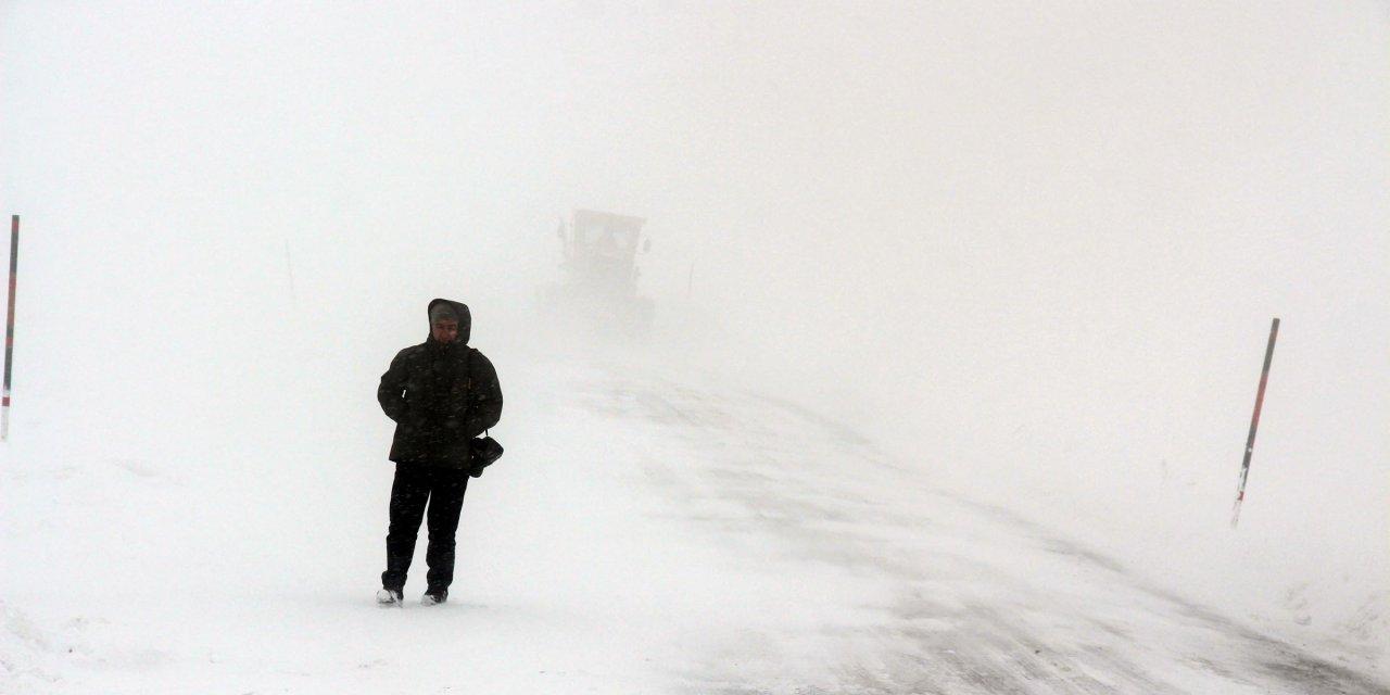 Ardahan'ın yükseklerinde kar ve tipi ulaşımı aksatıyor