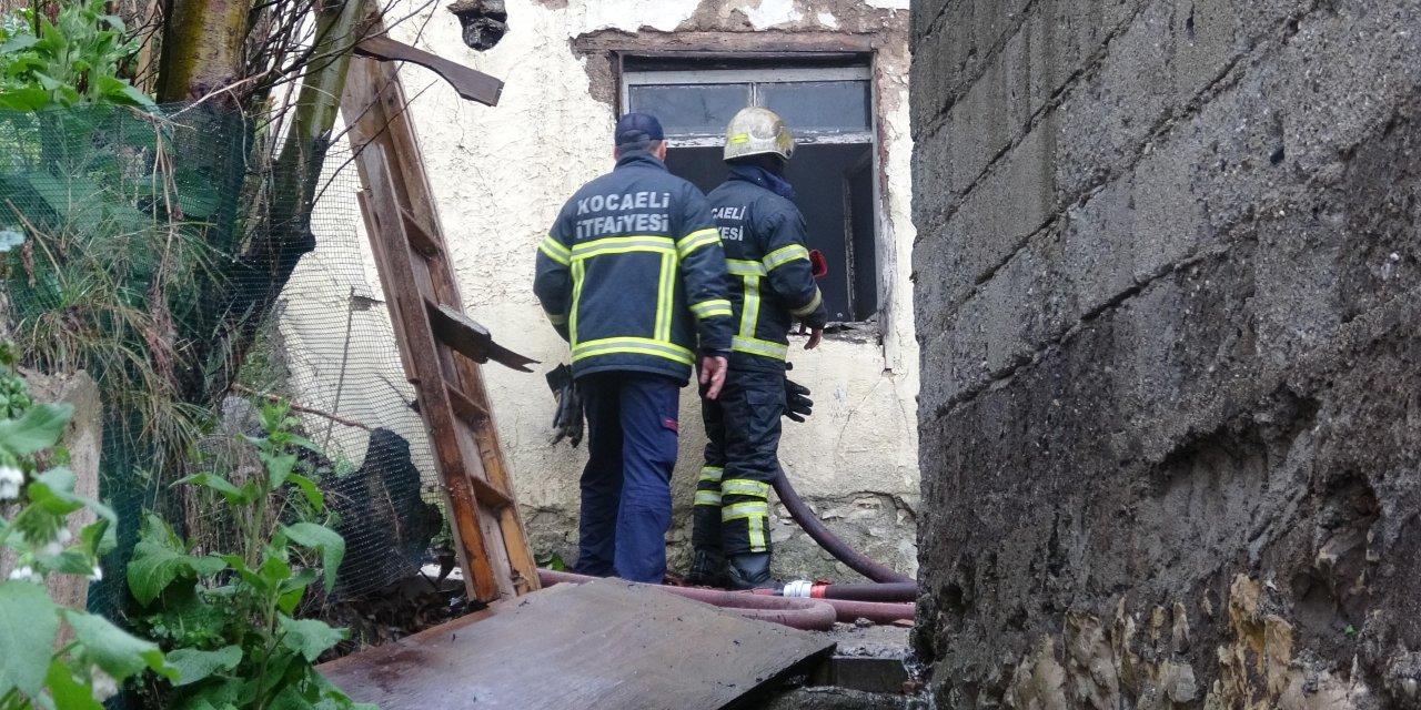 İzmit'te metruk binada yangın