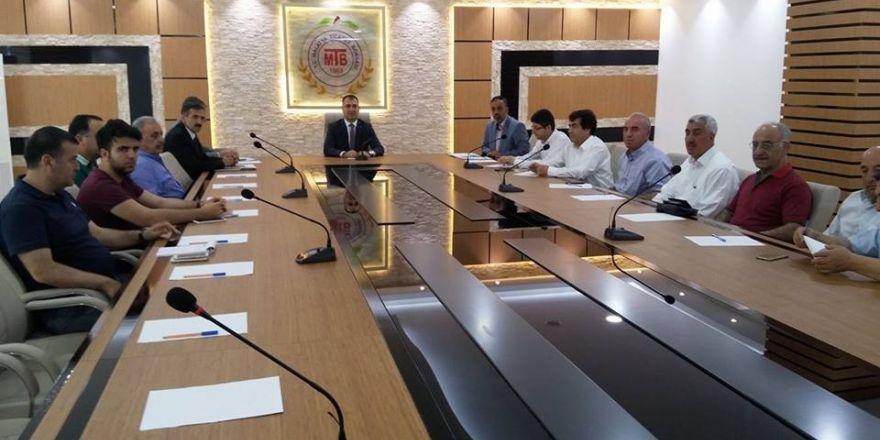 Kayısı ihracatçıları Vali Toprak'ın başkanlığında toplandı