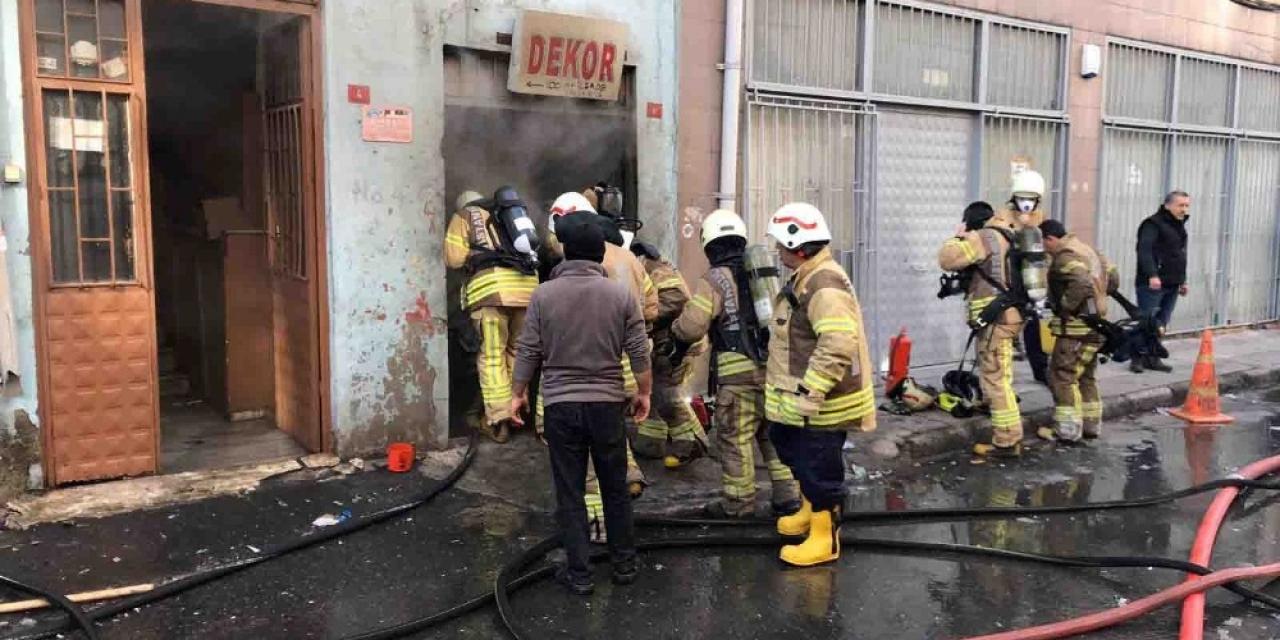 Bayrampaşa'da plastik ürünlerin olduğu depoda yangın