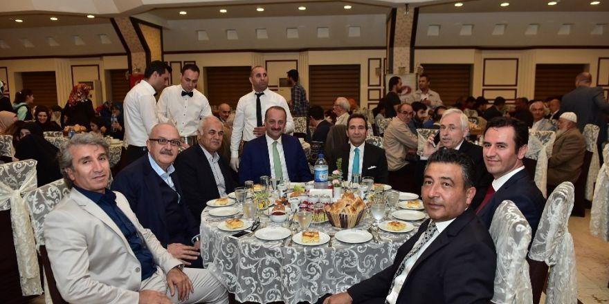 Başkan Akgül, kurucusu olduğu vakfın iftarına katıldı