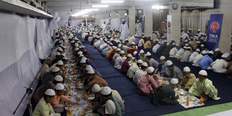 TİKA'dan Bangladeş'te 600 kişilik iftar