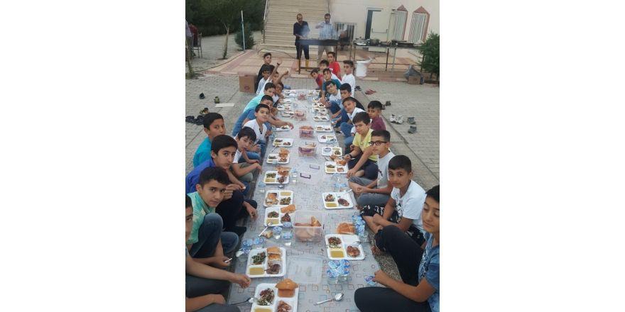 Akcan öğrenciler birlikte iftar yaptı