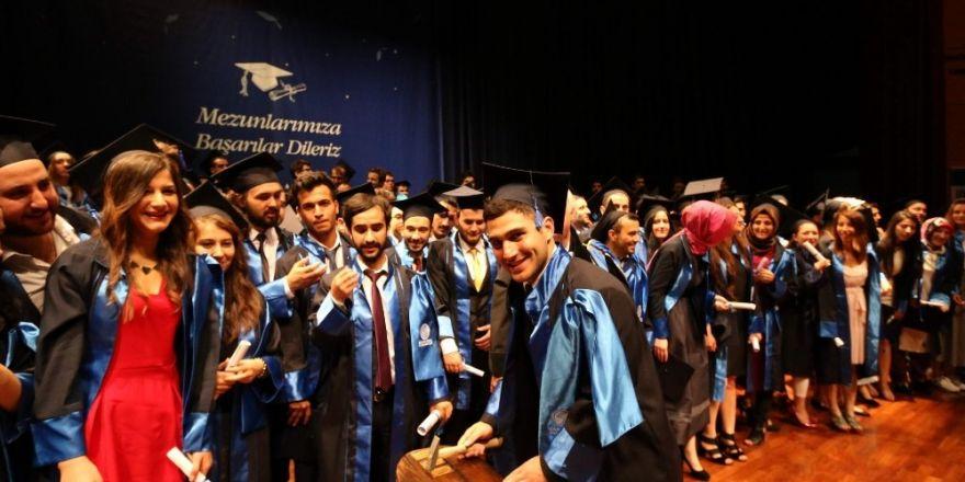 Sakarya Üniversitesinde mezuniyet heyecanı yaşanacak