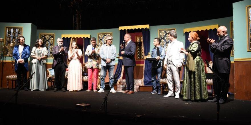 Şehr-i Şahane Kumpanyası ve Akidezadeler oyunu Düzcelilerden beğeni aldı